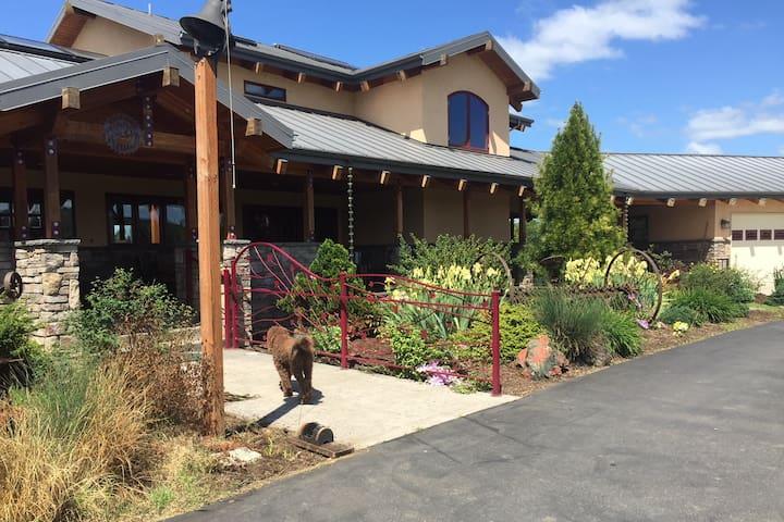 Cloverdale Valley Farm Suite