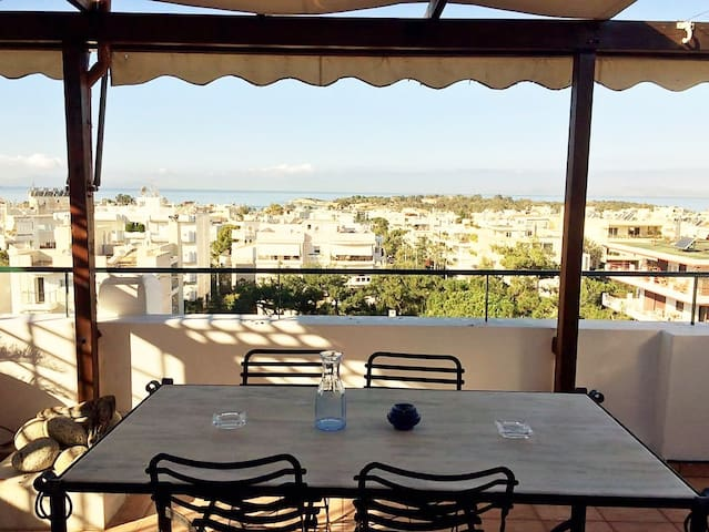 apartment with great view of blue sky and sea - Voula - Huis