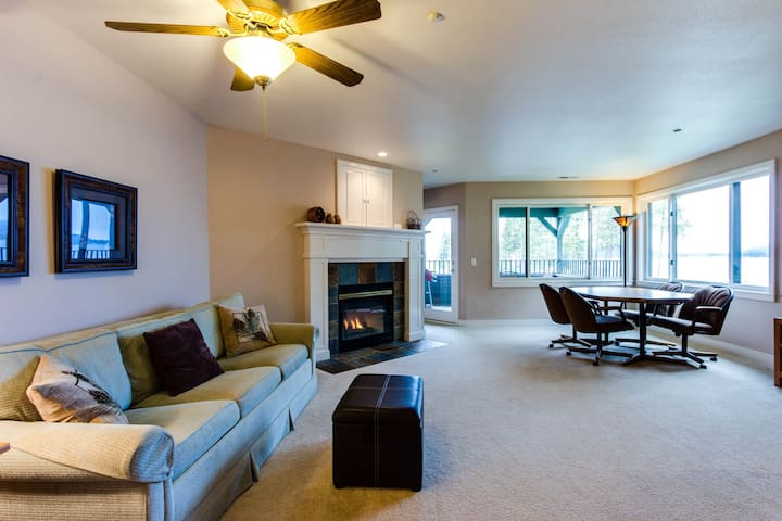 Beautiful lakefront home w/ a shared indoor pool, a marina & more!