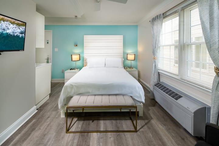 Queen bed (pet friendly)  Canalside Inn