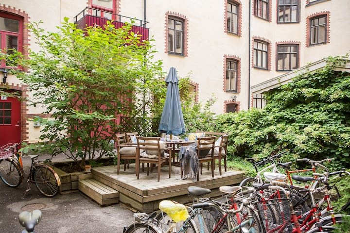 Spacious bright flat, best location in Linnégatan