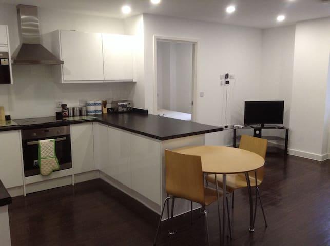 6th Floor, 2 Bed, 2 Bathroom Apartment, Clean - Basildon