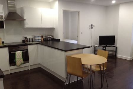 6th Floor, 2 Bed, 2 Bathroom Apartment, Clean - Basildon