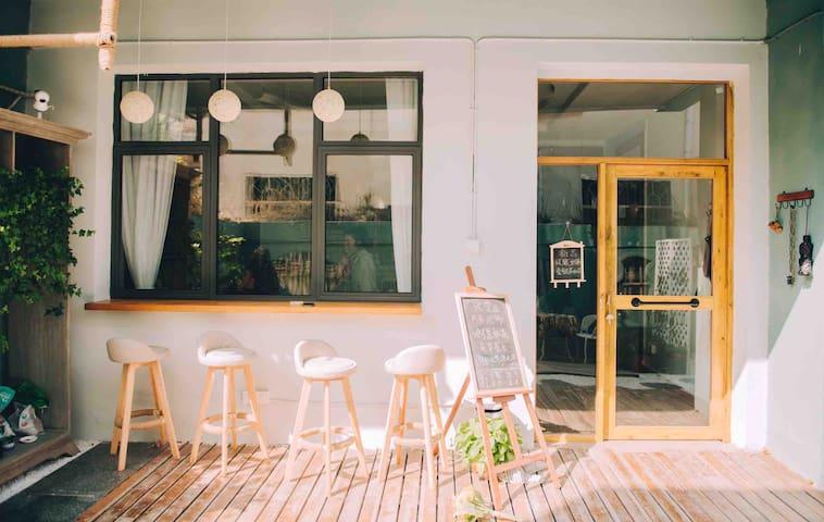 滁州万达广场附近庭院式茶吧民宿