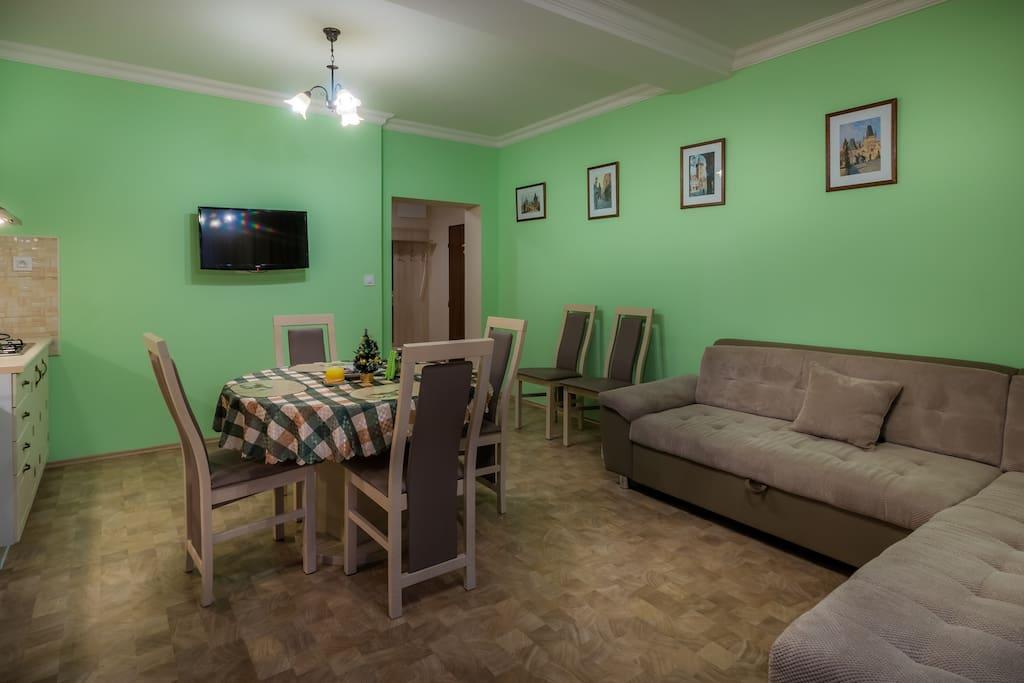 Kitchen and dining area / Кухня и обеденная зона