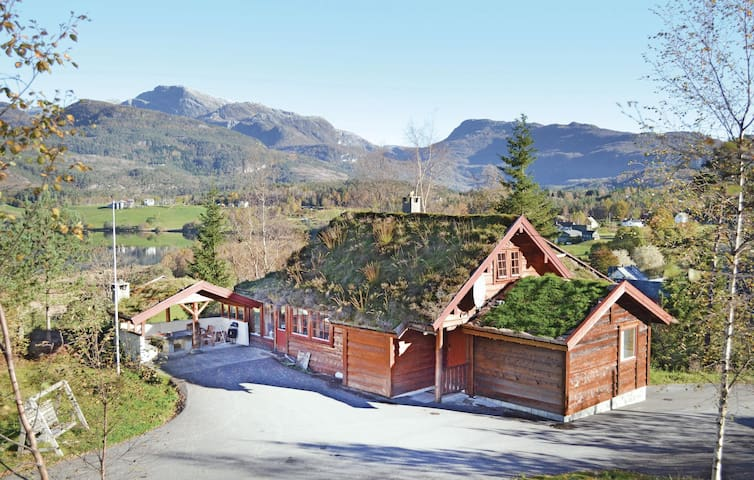 Holiday cottage with 6 bedrooms on 130m² in Eikelandsosen