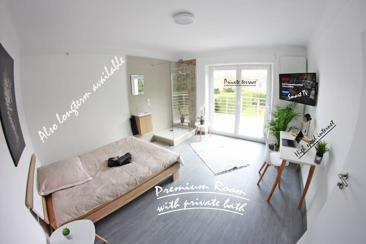 9min from central station (Room with private bath)