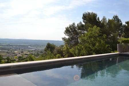 Maison de charme avec piscine privée - Sainte-Tulle