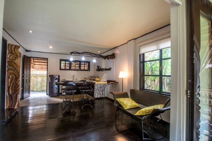 Beautiful 1BR artist house on hill - PH - House