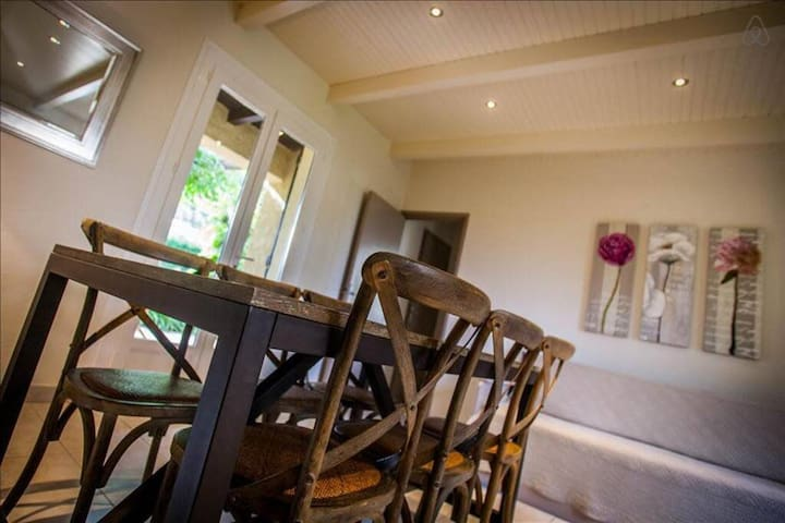 """Villa """"Acacia"""" with two bedrooms, large green and shaded garden 5 minute..."""
