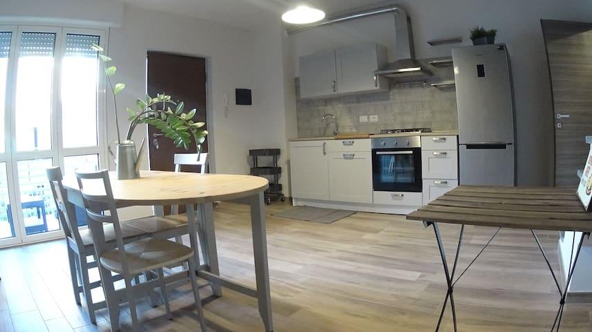 """""""Urban Villa"""" stanza con bagno privato e terrazzo - Cinisello Balsamo - House"""
