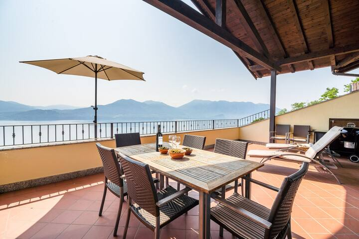 Panoramic house in a residence upon the green hills overlooking Lake Maggiore