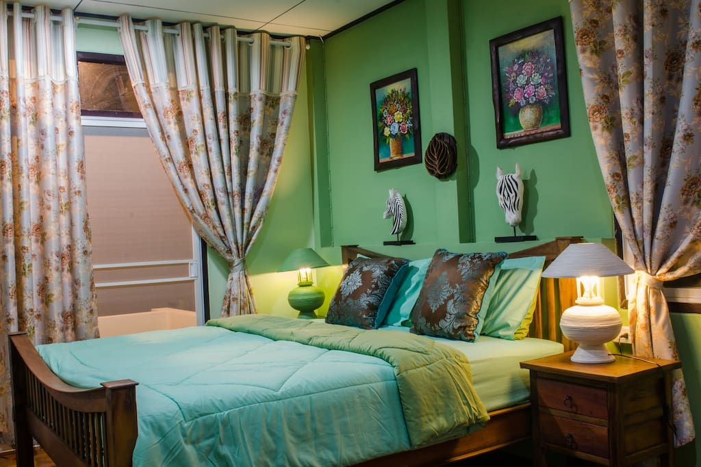 Family room,1 king bed + 1 single bed