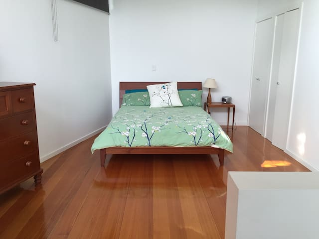 Modern spacious loft: wifi, privacy - Saint Kilda - Loft