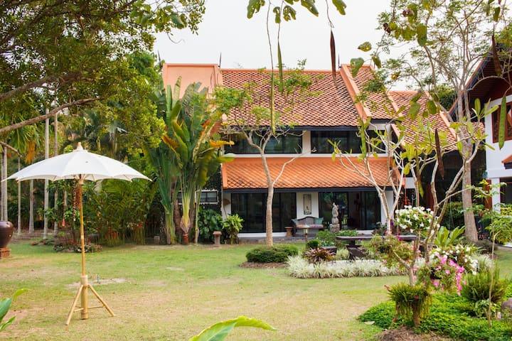 Villa Nasara (Guest House) - Mueang Chiang Rai - Huis