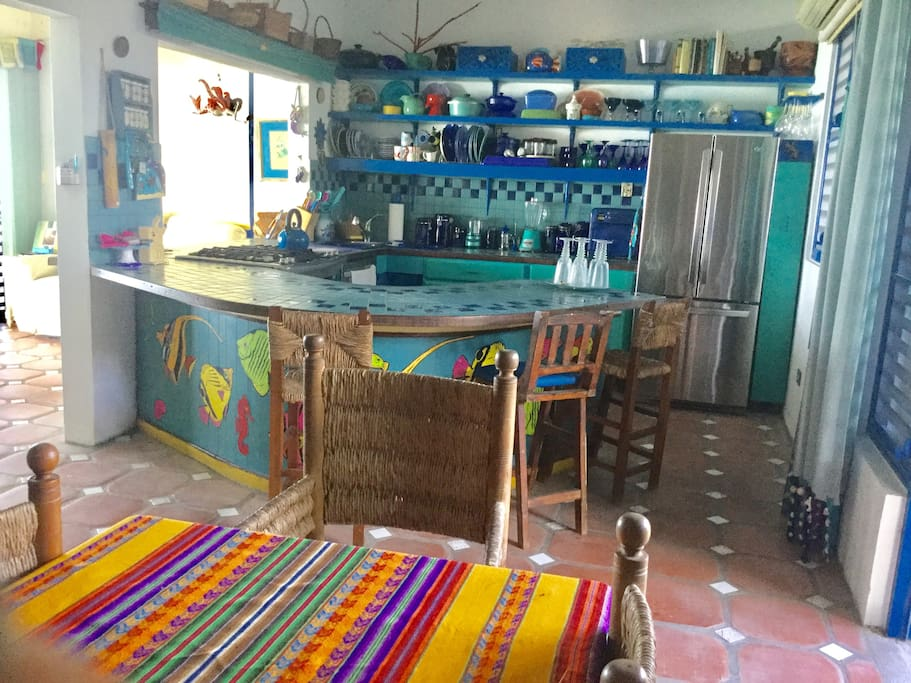 Cocina abierta y totalmente equipada/ open and completely equipped kitchen