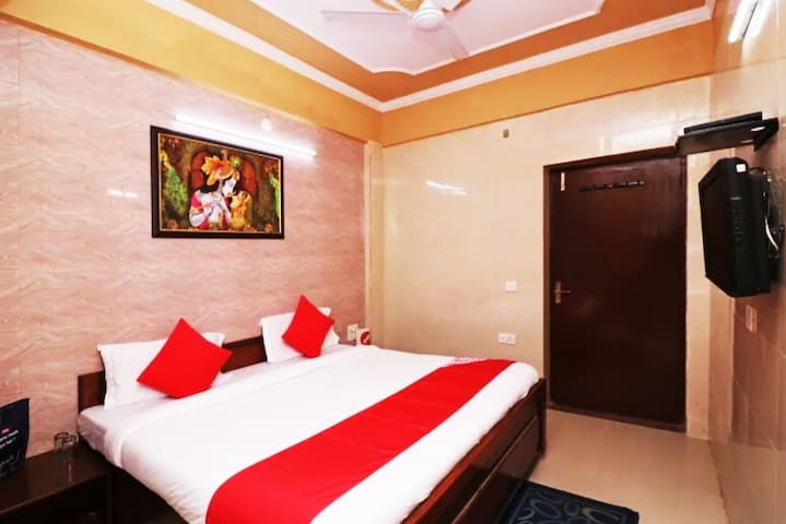 Deluxe Room-1 (Double Bed)