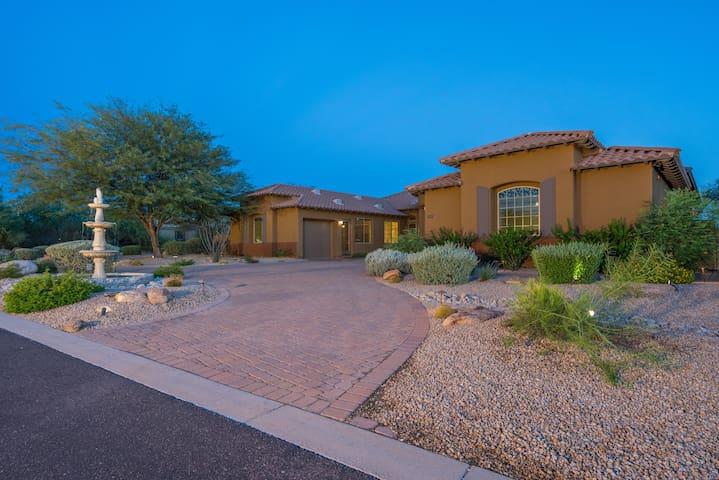7 Bedrooms Vacation Mansion, Prime Scottsdale Location. - Scottsdale - Villa