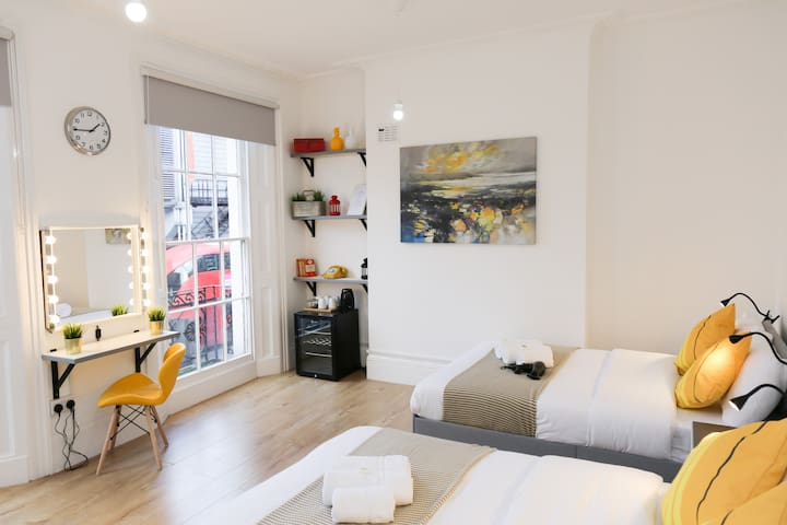 Superb Room in Camden Town, London