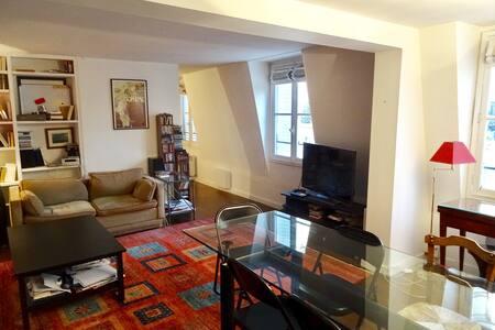 Great apartment near Invalides, Tuileries, Louvres - Párizs - Lakás