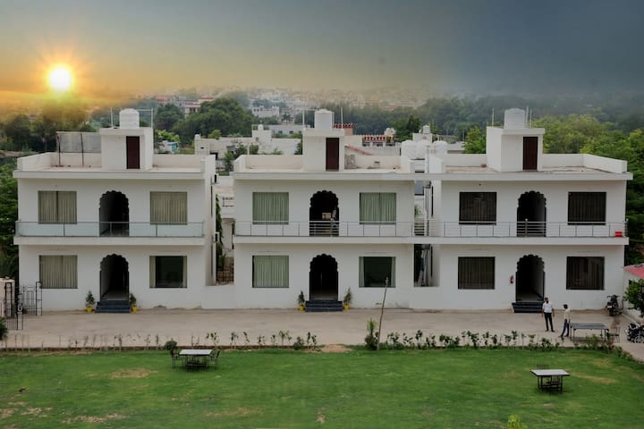 Luxurious Rooms in Pushkar