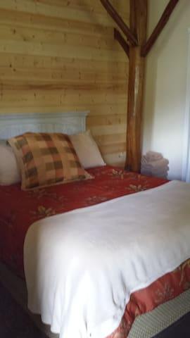 Lumi Anela, Room 3 at Aloha Crater Lodge. - Hilo - Bed & Breakfast