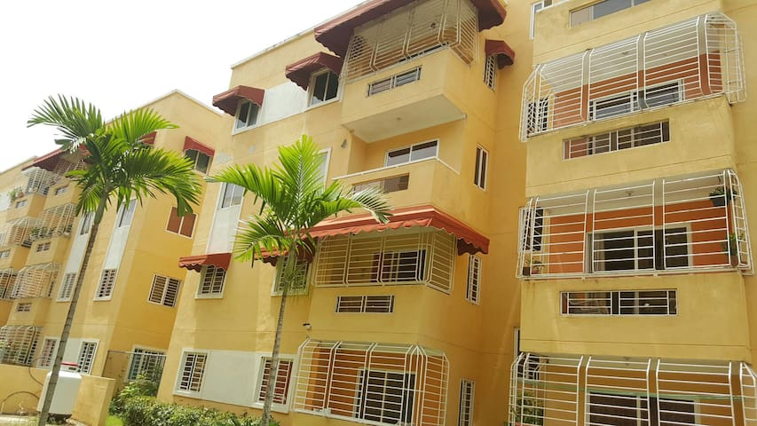 Apto Amueblado con Parqueo - Santo Domingo Este - Apartment