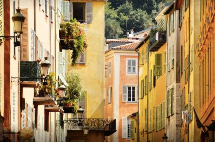 Best location, centre of Nice Old Town, beach 5min