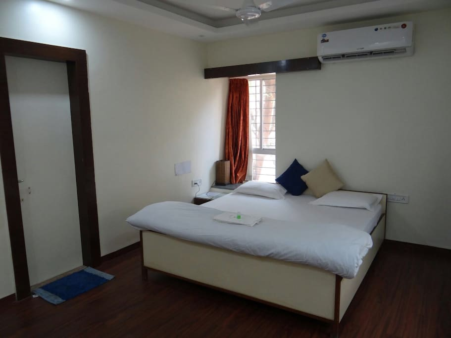 Room with king size bed, aircon, kettle, wifi and 40inch LED TV