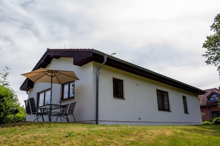 Prostorný dům na břehu rybníka - Dům č. 23