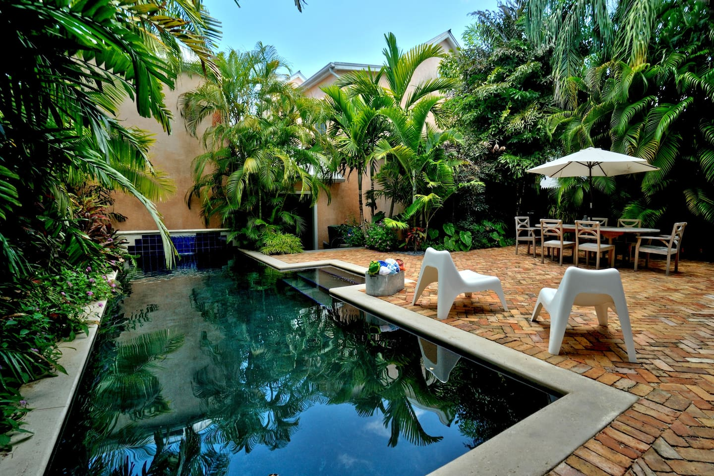 Secluded, private heated pool and outdoor eating area. Just steps from, world famous Duval St...