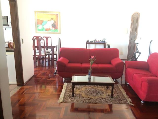 Apartamento nobre com ótima localização - São Lourenço - Apartment