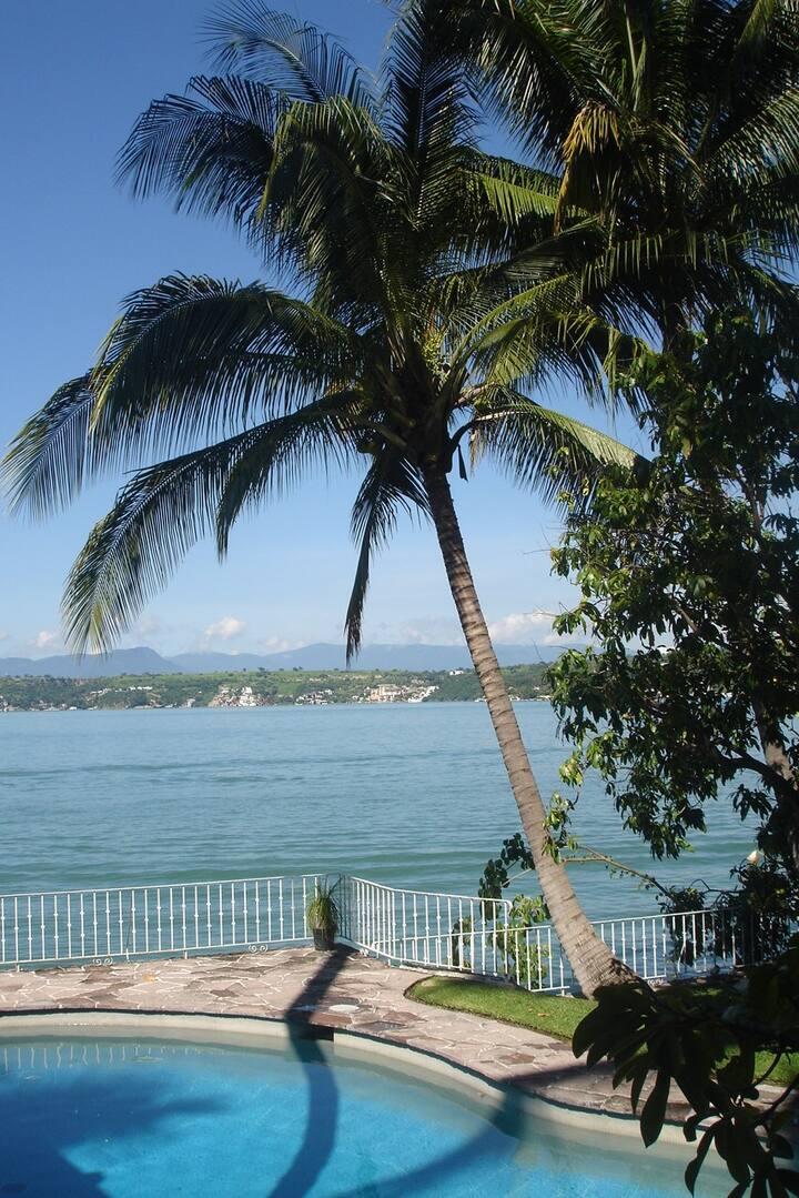 VILLA tropical a orilla de Lago de Tequesquitengo
