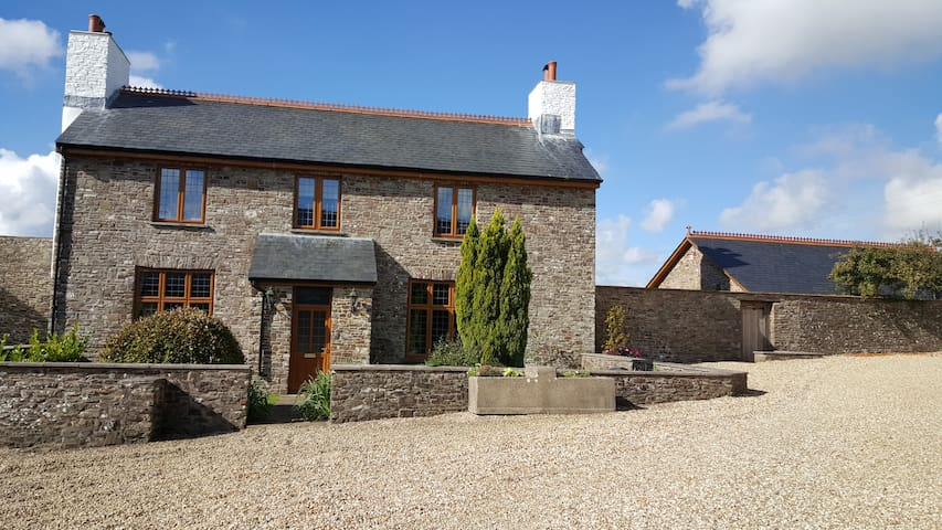 Fabulous Historic Farmhouse In Rural North Devon - High Bickington - Haus