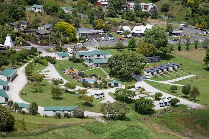 Waitomo Top 10 Holiday Park - 1 Bedroom Villa
