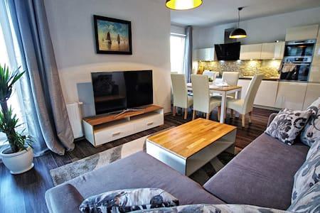 Apartament Lima z basenem (Osiedle Polanki) - Kołobrzeg - アパート