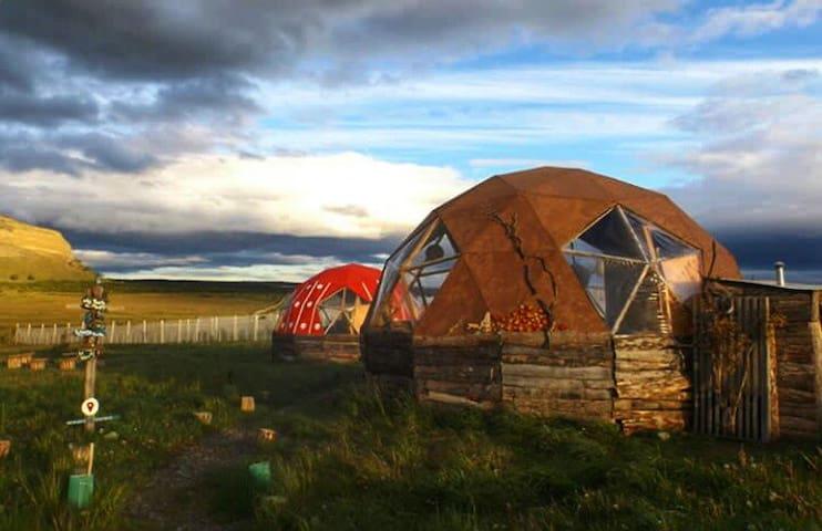 Refugio FOSSIL: Domo Selknam Puerto Natales.