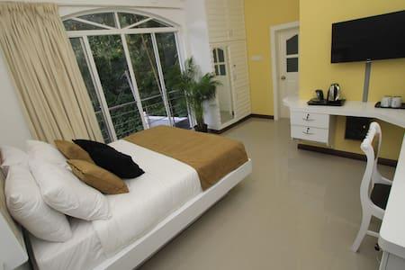 Ayaana Standard Room 204# - Kandy - Bed & Breakfast