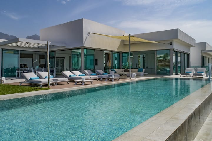 Plush Villa in Adeje with Infinity Pool, Sea-View & Large Terrace