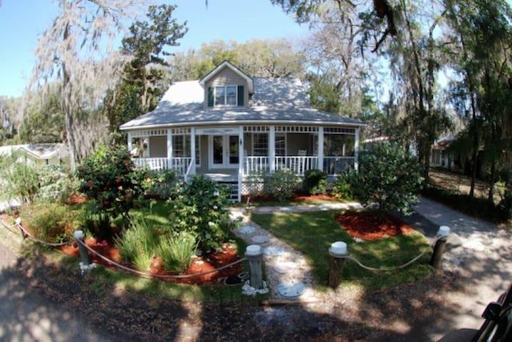 Captain's Cottage in Shellman Bluff, GA