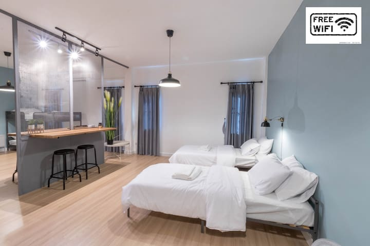 Great location Loft style 15mins from CNX Airport