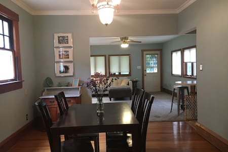 Business Trip? Charming Home in Great Neighborhood