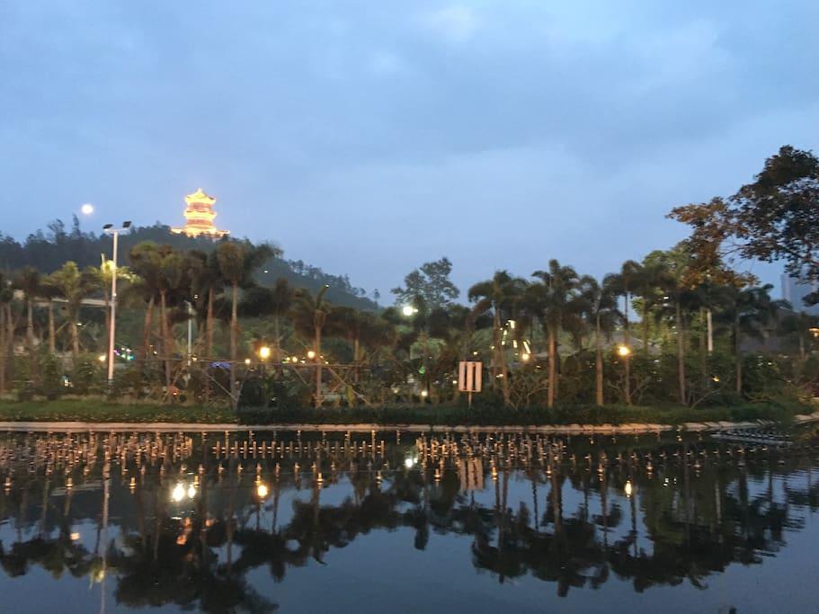 温泉城牌坊照到的美景