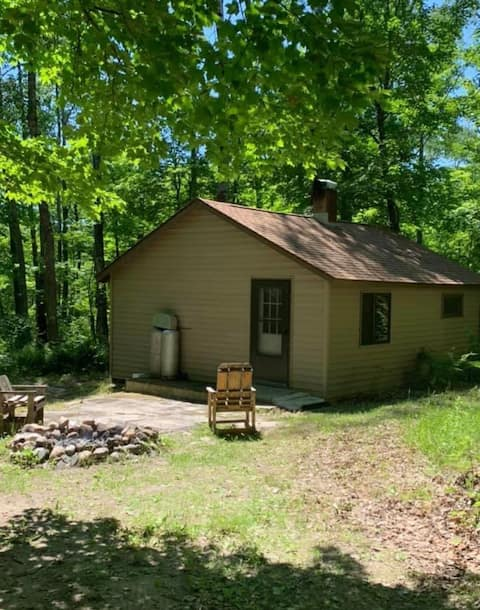 Private 2 bedroom Rustic Cabin * Great Fishing