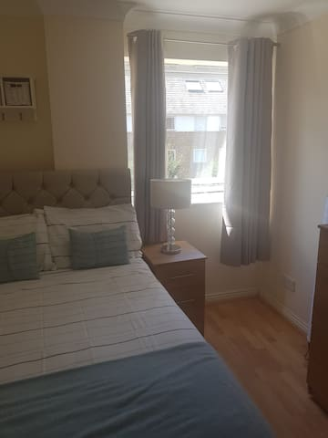 Convenient double bedroom in Limehouse
