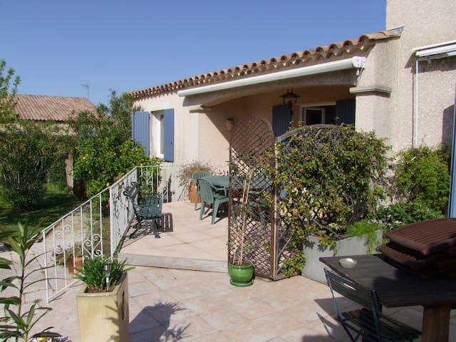 Logement 4 personnes proche Nîmes, Avignon - Bezouce - Rumah