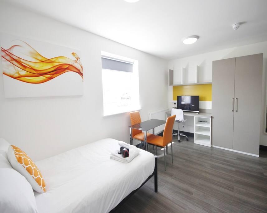 Studio Room With Kitchenette & En-suite Bathroom