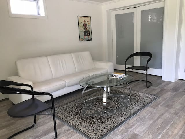 Entire Floor, Private Entrance, Backyard, Parkspot