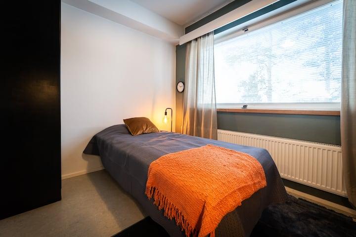 Idänpää /Single Room with Shared Bathroom