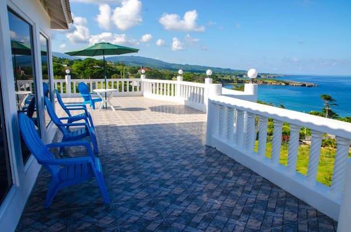 Villa Juanita Ocean View Suite